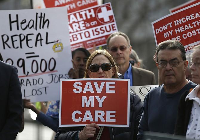 Muerte por 1,000 recortes: cómo pueden los republicanos alterar tu cobertura de salud
