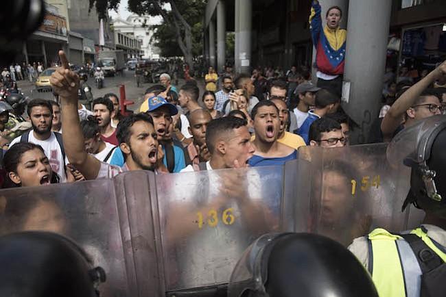 Venezolanos en Washington, DC convocan una protesta en la Embajada de Cuba