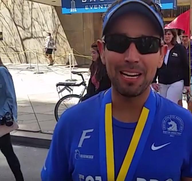 Estuario, de Guatemala, se siente satisfecho de haber sido parte del Maratón de Boston. Nos dice que un grupo de unos 30 guatemaltecos se dieron cita este año en la tradicional carrera.