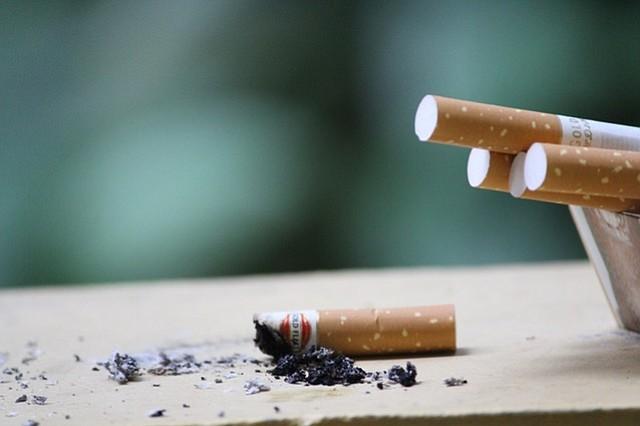 Nueva preocupación para las familias con fumadores: el humo de tercera mano
