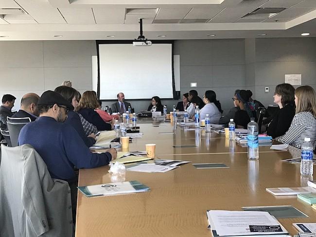 MESA REDONDA. Varias organizaciones y funcionarios gubernamentales se reunieron para hablar sobre las estafas más comunes en comunidades inmigrantes.