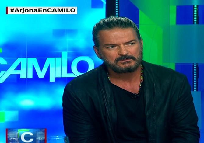 Arjona abandonó entrevista en CNN por preguntas sobre sus críticos