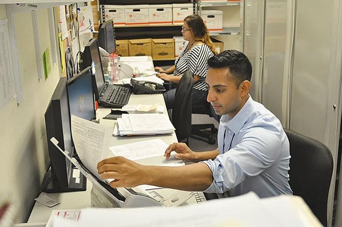 Endurecen requisitos  de la visa H-1B