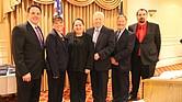 La Parcerita Diana Cardona y el Alcalde de Revere, Brian M. Arriago (centro) rodeados por directivos de Revere Chamber of Commerce.