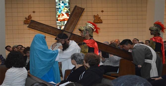 Momento doloroso del episodio del calvario de Jesús de Galilea. Foto-Cortesía: Horacio Rentería/El Latino San Diego.