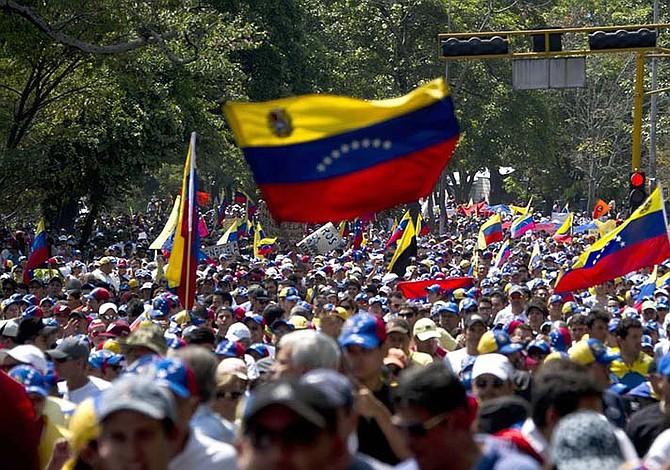 La oposición venezolana rechaza amenaza militar de Trump e injerencia de Cuba