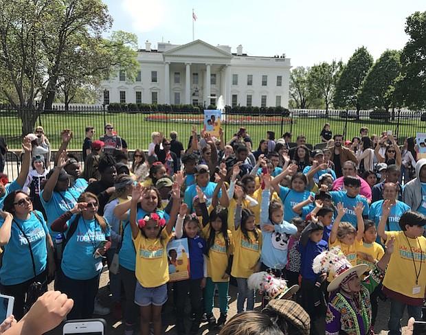 EXIGEN. Los niños activistas exigen a Trump parar las deportaciones contra sus padres.