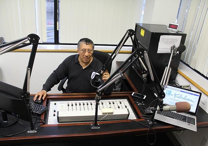 La 1300AM se convierte en una radio completamente en español