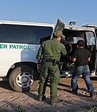 Los consulados hispanos alaban la labor de la Patrulla Fronteriza de EE.UU. Desde que arrancó 2017 y hasta la fecha, seis mexicanos y tres guatemaltecos han perdido su vida tratando de entrar en suelo estadounidense por este sector, según datos de ambos cuerpos consulares. EFE/Archivo
