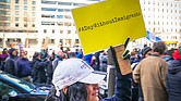 Una mujer levanta una pancarta en defensa del Día Sin Inmigrantes, el 16 de febrero de 2017, en Washington D.C.