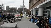 Los protestantes bloquearon la entrada del Suffolk County Correction Center.
