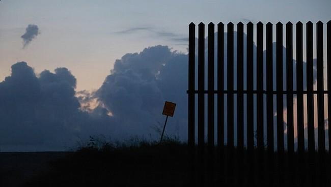 Aunque el primer ladrillo no se ha puesto, el muro fronterizo de Trump ya se está cayendo