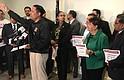 JUNTOS. El sindicalista Jaime Contreras habla en el acto de apoyo al May Day en compañía de empresarios y legisladores de Maryland y Virginia y activistas locales.