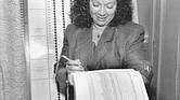 Jovita Fontanez trabajando en una elección.