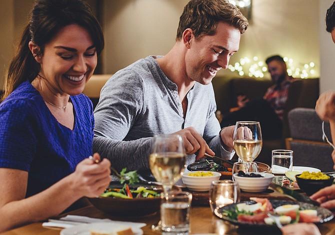 8 consejos para que las alergias alimentarias no arruinen una salida a cenar