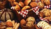 Si toleras bien el pan y no tienes problemas de sobrepeso no es necesario eliminarlo de la dieta; lo que sí es recomendable es que no sea la base de tu alimentación.