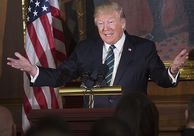 """Trump dice que EEUU necesita un """"cierre"""" del Gobierno para """"arreglar caos"""""""