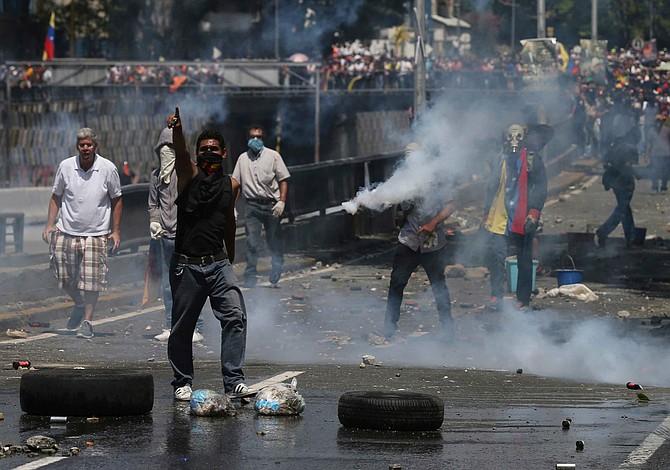 Sube a 38 cifra muertos en protestas anti-Maduro en Venezuela