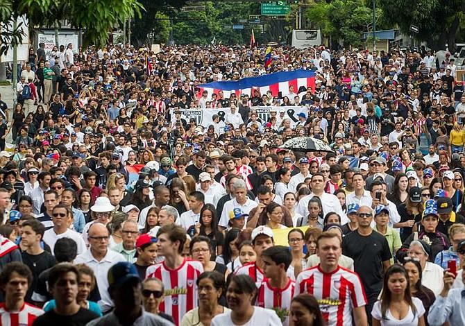 Manifestantes contra el gobierno de Venezuela no dan señales de retroceso