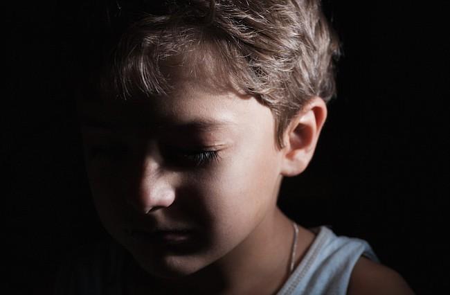 Prevenir posibles abusos infantiles es un reto para los padres latinos
