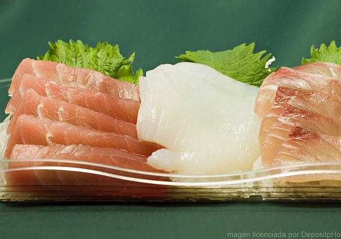 Los riesgos de comer pescado crudo