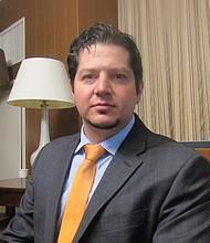 HISPANOS. El pediatra Ilan Shapiro, coordinador en la Asociación Nacional de Médicos Hispanos.
