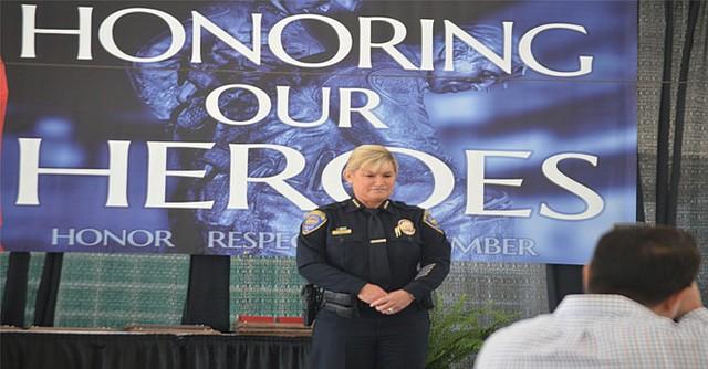 La nueva jefa de del Departamento de Policía de Chula Vista, Roxana Kennedy, en su primer ceremonia oficial de reconocimiento a su equipo al servicio de la seguridad pública. Foto: Horacio Rentería/El Latino San Dieto.