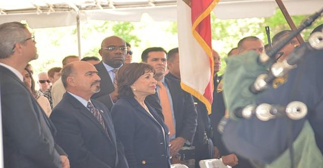 La alcaldesa de Chula Vista, Mary Casillas Salas, durante la ceremonia previa  en la cual se rindieron loshonores a la bandera y el juramento de alianza al país (Pledge of Allience).
