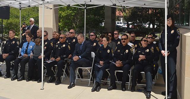 Los agentes policiacos reconocidos por su trabajo en la corporación. Foto: Horacio Rentería/El Latino San Diego.