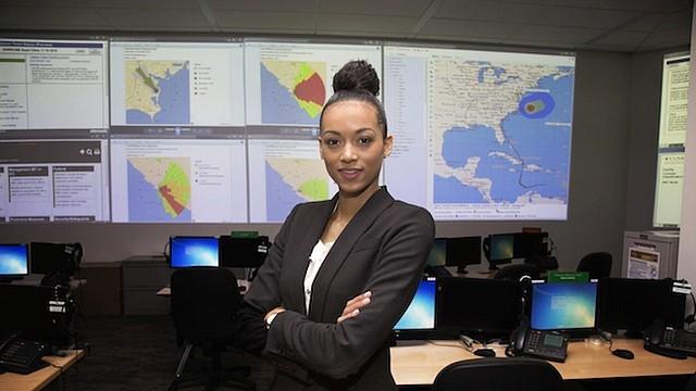 La nueva Miss Estados Unidos, Kára McCullough, en su trabajo en la Comisión Reguladora Nuclear.