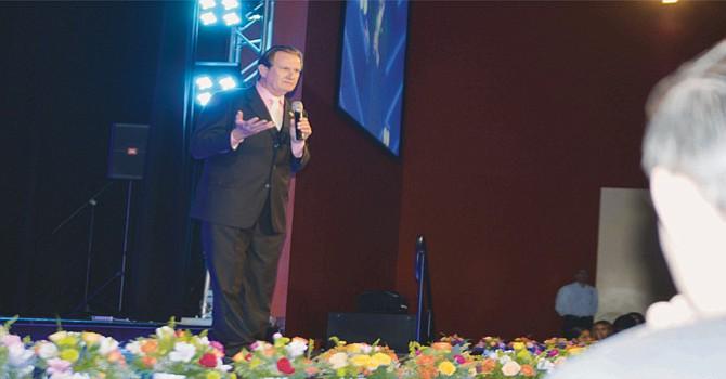 El alcalde Ron Morrison dio marcha atrás en la declaratoria del 30 de septiembre del 2006. El jefe del gobierno municipal de National City al rendir uno de sus informes de labores.