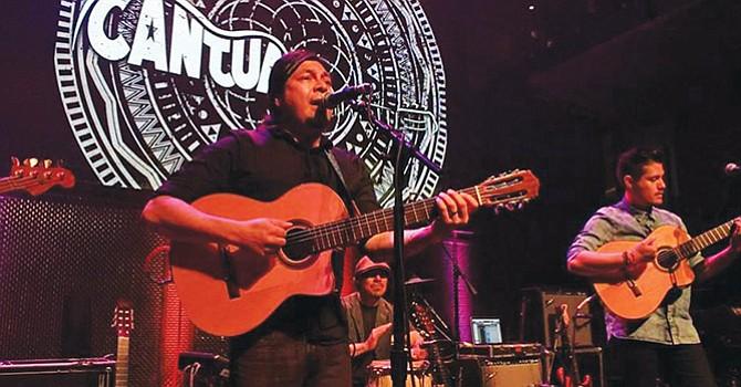 Cantua en el escenario de The Music Box antes de la presentación de la banda mexicanade pop rock Elefante./Foto Cortesía Elfego Becerra de Reventa2.