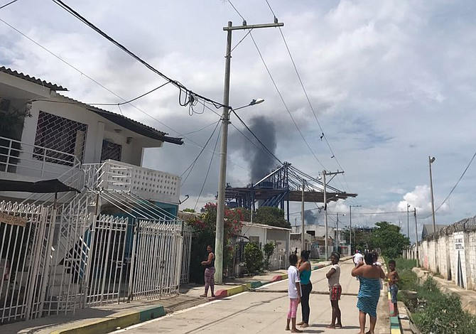 Al menos 6 muertos en explosiones en astilleros de Colombia