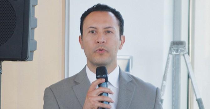 Rafael Castellanos, durante su exposición. Foto: Horacio Rentería/El Latino San Diego.
