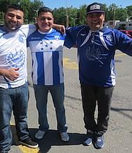 HINCHAS. de izq. a der.: Jesús Argüello, Wilmer Molina y René Asturias.