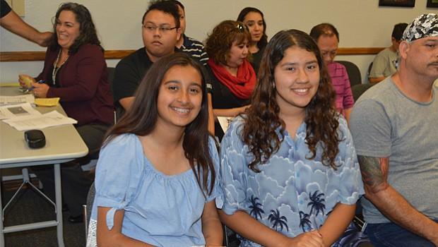 Las estudiantes Sabrina Santo t Aranzazu Salgado Gutiérrez. Foto: Horacio Rentería/El Latino San Diego.
