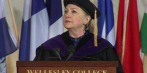 Clinton volvió a la universidad donde estudió hace 48 años para dar el discurso de fin de año