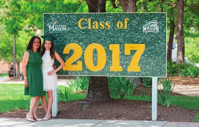Más latinos conquistan un diploma universitario
