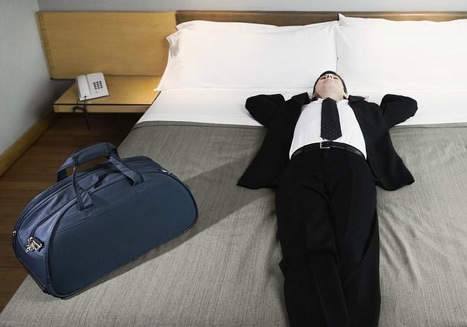 ¿Por qué es tan difícil conciliar el sueño en un hotel?