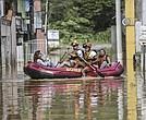 Las inundaciones han causado además más de medio millón de desplazados