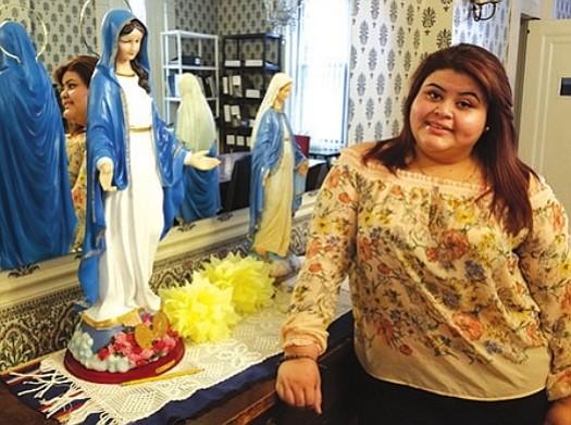 VOLUNTARIA. Roxana Cruz empezó de voluntaria en el programa a los 16 años.