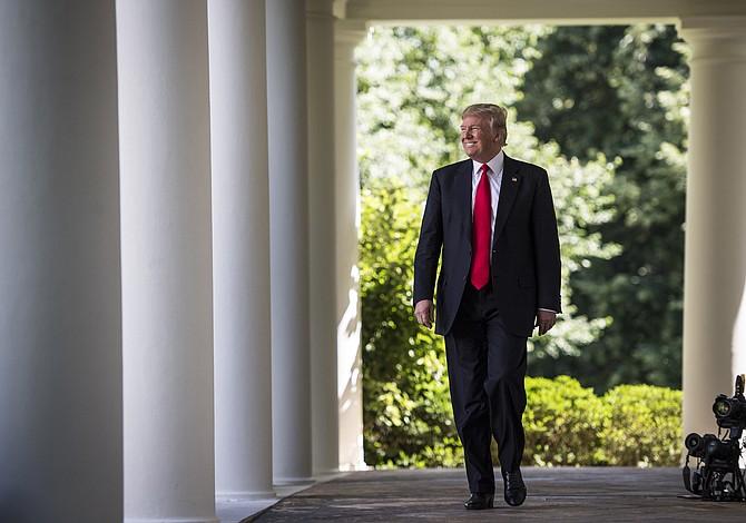Presidente Trump aumenta la presión por el veto migratorio pese a que la oposición crece