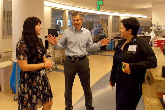 Para reducir las infecciones en hospitales, este médico propone ser maleducado