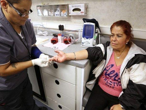 California a punto de ofrecer cobertura de salud a indocumentados hasta los 26 años