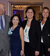 Lilian López (izquierda) con el panel de conferencistas Resilient Greater Miami & the Beaches Discussion en La Jolla Ballroom, Coral Gables