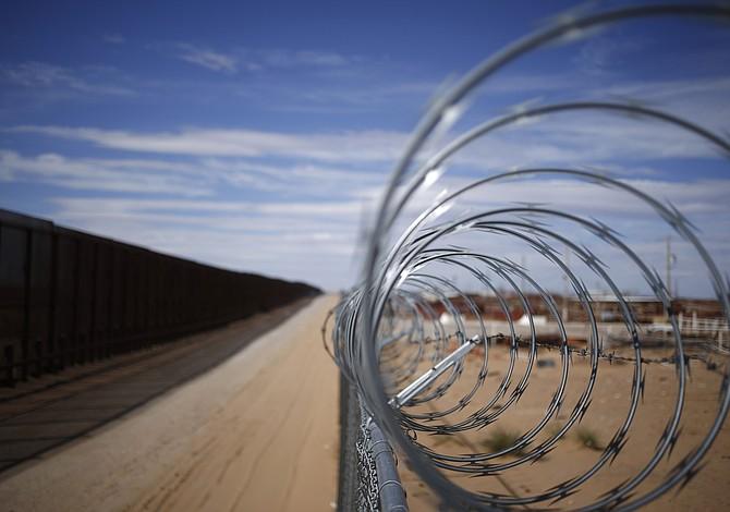 Trump está hablando sobre un muro solar en la frontera, pero le convendría más a México que a EE.UU.