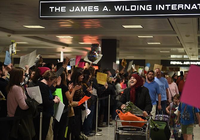 Tribunal Federal de Apelaciones mantiene suspendido veto migratorio de Trump