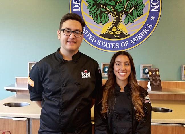 """Estudiantes latinos participan en competencia """"Cocinando El Cambio"""" en DC"""