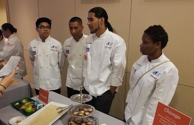DEGUSTACIÓN. Al final de la actividad, los asistentes pudieron degustar los platos de los pequeños chefs