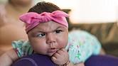 Aryanna Guadalupe Sánchez-Ríos, de tres meses de edad, descansa sobre la falda de su madre el 3 de mayo de 2017.